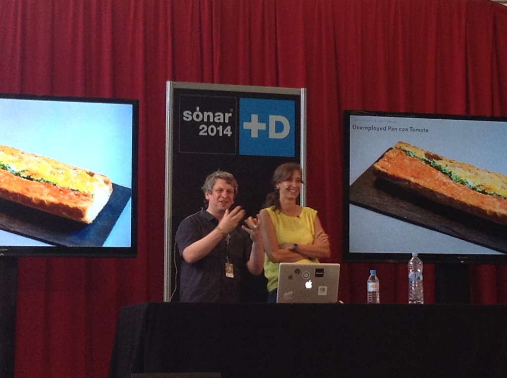 Moritz Stefaner and Susanne Jaschko from Data Cuisine on stage